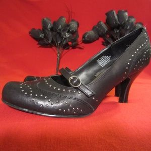 Kenneth Cole Leather Women,s Studded Shoes Sz. 9M